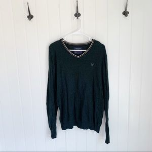 American Eagle V Neck Green Sweater Size Large